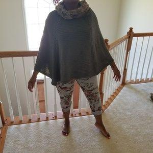 Sweaters - One Size Fits All Poncho with Faux Fur Collar